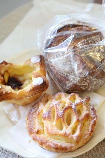 デニッシュ系のパンやハード系のパンなど様々な種類のパンが焼かれています。お土産やおやつにも良さそう。