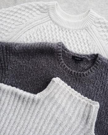 衣服は、かさばるものやデリケートな素材のものも多いため、しまうときにはさまざまなポイントに気を付けることが大事。まずは基本をおさえながら、ブロガーさんたちのアイデアや知恵も学んでいきましょう♪衣替えの基本テクニックとあわせて、個別アイテムのしまい方のコツも衣替えの季節ごとに紹介していきます。