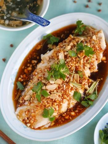 炊飯器でできる、簡単よだれ鶏のレシピ♪おいしさはもちろん、見た目も豪華なのでおもてなし料理としても喜ばれること間違いなしです◎