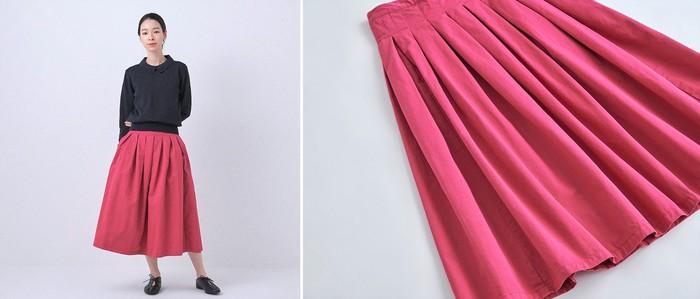 シーズンカラーであるラベンダーは、ピンクを掛け合わせたような目を引く鮮やかさ。差し色としていつものコーデをより一層、華やかにしてくれます。 「チノプリーツスカート」と同じチノ素材を使っているので、寒暖差のある今の季節にもすぐ着られるアイテムです。