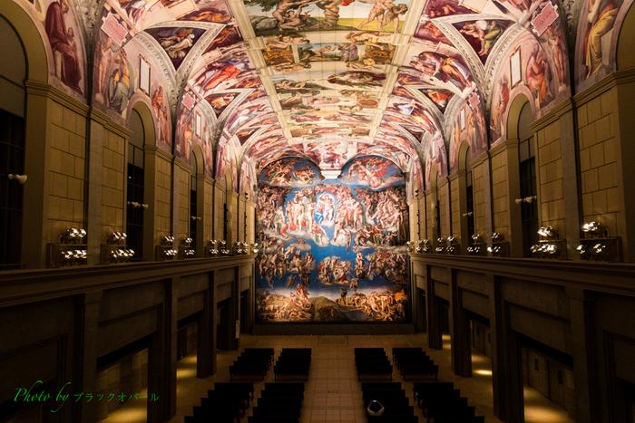 小豆島でじっくり観光を楽しんだ後は、徳島県鳴門市の鳴門公園内にある「大塚国際美術館」でアート鑑賞をするのはどうでしょうか?こちらの美術館は、陶板複製画を中心とした作品が展示されていて、世界中にある名画という名画を一堂に会して鑑賞することができるアート好きの方にはとても魅力的な場所です。イタリアローマのバチカン宮殿にあるシスティーナ礼拝堂にあるミケランジェロの天井画は、まるで本物のようで圧巻です。