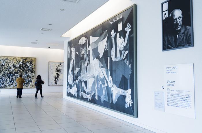 反戦・戦争の悲惨さを訴える作品として有名なピカソの「ゲルニカ」。復元画とは言っても、一面モノクロームの縦3.5m、横7.8mの大作には息を呑むほどの迫力があります。
