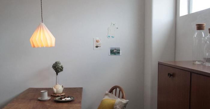 ダイニングルームのランプをこだわると、部屋の雰囲気がぐっとアートな感じになります。