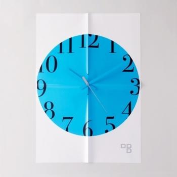 こちらはなんと、紙でできた時計です。この発想の面白さが、まさにアートです。