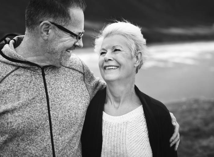 大切な人やお世話になっている人へ、もしくは知らない誰かに対しても、自分ができるちょっとした思いやり。それが笑顔です。その場を和ませたり、勇気づけたり、感謝を伝えたり。笑顔によって誰かの心を温められたら、幸せがもっと大きくなっていきます。何歳になっても笑顔の似合う女性でいたいですね。
