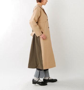 素材で魅せるすっきりとしたシャープさと、春らしい柔らかさ。メンズライクな配色でありながら、しっかり女性らしさを感じさせるデザインです。