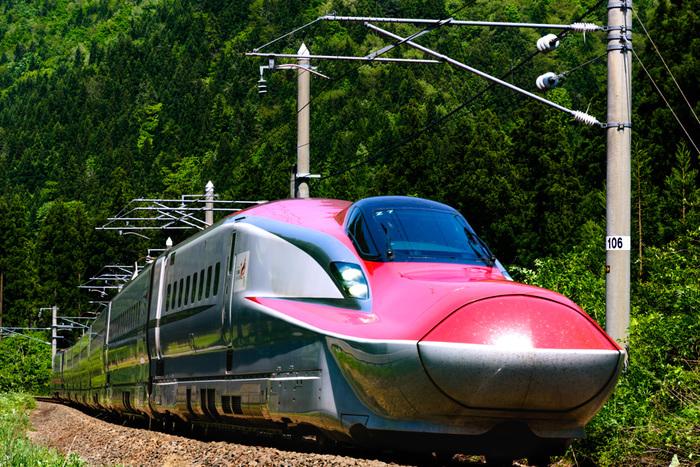 秋田へのアクセスは、新幹線や飛行機をはじめ、在来線、高速バス、フェリーなどさまざま。東京など、他県から秋田までのアクセスについての詳細は、以下のサイトをご覧ください。