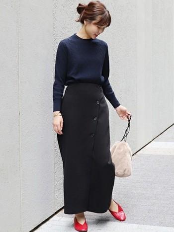 レディなコーデも、カジュアルも。黒のタイトスカートはいろいろな着こなしができる万能アイテムです。ぜひ黒タイトスカートをスマートに着こなしてみてくださいね。