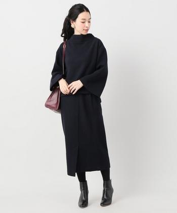 オフィスカジュアルやきれいめコーデにも黒タイトスカートは使えます。ミモレ丈で上品にまとめましょう。バッグ以外のアイテムカラーをブラックでまとめれば、モードで知的な印象に。