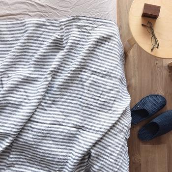 大きくて洗いにくいシーツも、コツさえつかめば定期的に洗濯してきれいに保つことは可能です。一日のうち長い時間を過ごすベッドやお布団ですから、できるだけシーツを清潔にして快適な環境に保っておきたいですね。