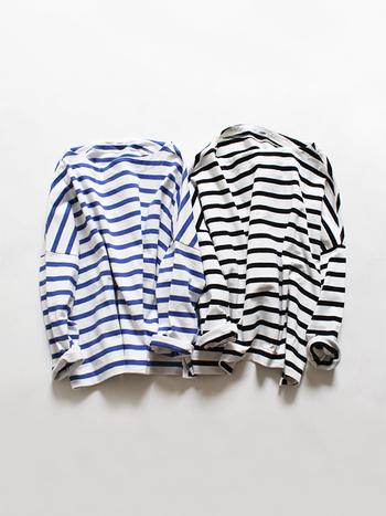 シンプルでカジュアルな雰囲気が魅力の「ボーダーTシャツ」は、爽やかな春夏シーズンにぴったりのアイテムです。 デニムやチノパンを合わせた定番スタイルはもちろん素敵ですが、せっかくなら着こなし方やアイテムの選び方を変えて、いつもとは一味違うおしゃれなコーディネートを楽しみませんか?