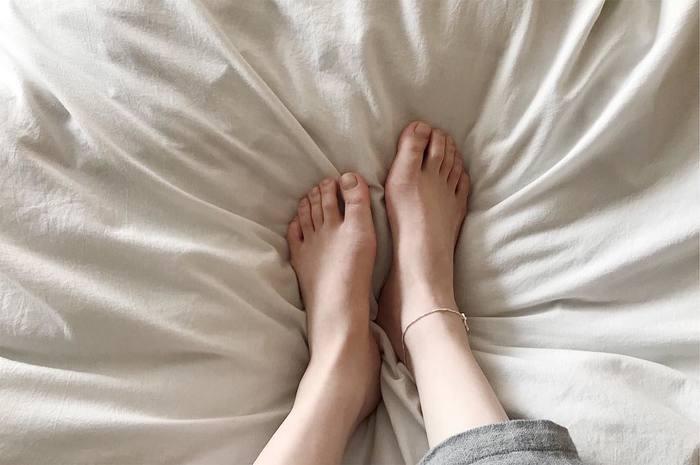 自律神経を乱す「冷え」は万病の元。冬はもちろん、夏もエアコンなどにさらされ、私たちの体は年中冷えやすいのです。お風呂に入る体力が残っていないときは、足湯をしましょう。血行が良くなり全身がぽかぽかに♪お気に入りのアロマを数滴入れると、香りでも癒されてリラックスして眠りにつけそう。