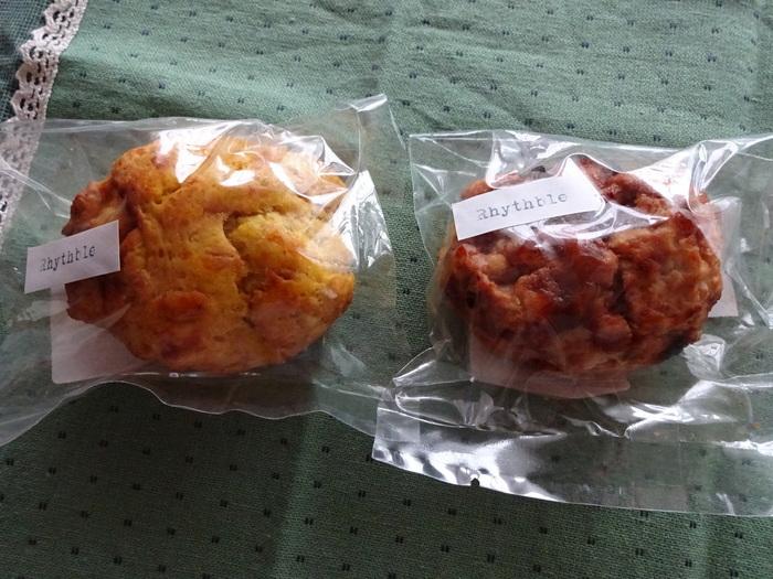 """栃木県産の小麦粉と、全粒粉を使ったスコーンもおすすめ。しっとりした生地で食べごたえがあり、お食事にもおやつにもぴったりです。""""栃木にしかない食材を使って、ここでしか作れないものを作りたい""""というオーナーの想いが詰まったパンの数々は、どれも間違いないおいしさです。"""