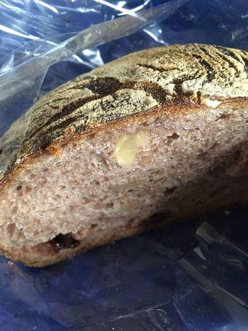 すべてのパンにライ麦由来の自家製天然酵母を使用。しっとりした味わいは、噛みしめるごとに素材の味が感じられます。