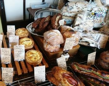小麦やバター、水などの素材ひとつひとつを吟味して、パンのオリジナリティやお料理との相性にもこだわっています。地元・栃木県の食材も積極的に使っているそう。