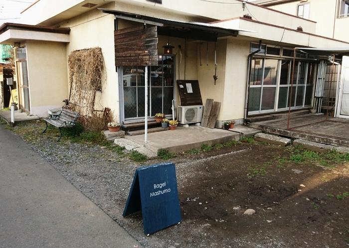 宇都宮市氷室町の住宅街にあるベーグル専門店「Bagel Mashumo(ベーグル マシュモ)」は、少し分かりづらい場所にあるのにも関わらず、売り切れてしまうことも多い人気店です。
