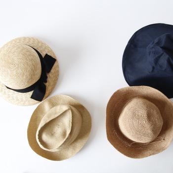 長く使いたい大切なお気に入りの帽子。素材別に、お手入れ方法や洗い方をご紹介します。