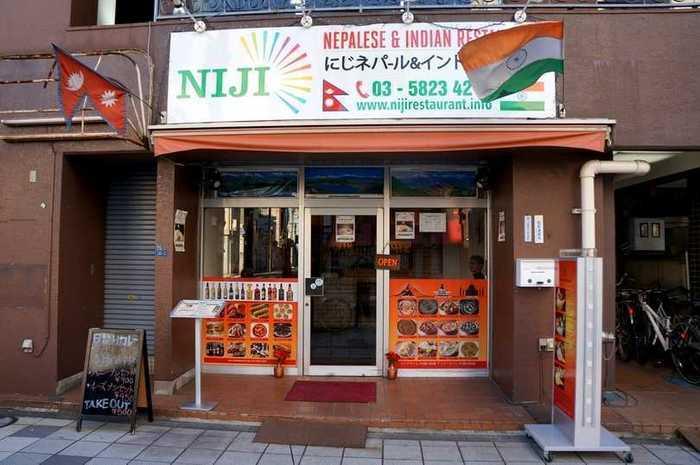 都営浅草線の蔵前駅から歩いて5分ほどのところにある「NIJI(ニジ)」は、ネパール&インド料理のお店。種類豊富なカレーを楽しみたい方におすすめです。