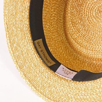 どの帽子にも言えることですが、まずは洗濯表示をチェックすることが重要です。桶のマークに×がついていたら自宅では洗うことができません。帽子の素材によっては、洗ってしまうと型が崩れて取り返しのつかないことになってしまうことも。