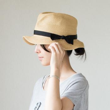 着こなしのアクセントになる「帽子」。季節ごとに素材や形の異なる帽子を持っていると、なにかと重宝しますよね。おしゃれさんほどたくさんの帽子を持っているのではないでしょうか?