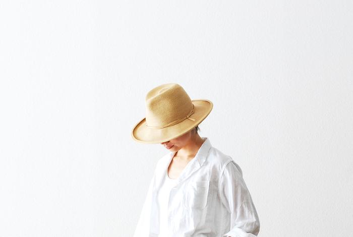 おしゃれのアクセントになる大切なお気に入りの帽子。素材別のお手入れ方法をしっかり復習して、大切な帽子を長く愛用したいですね。