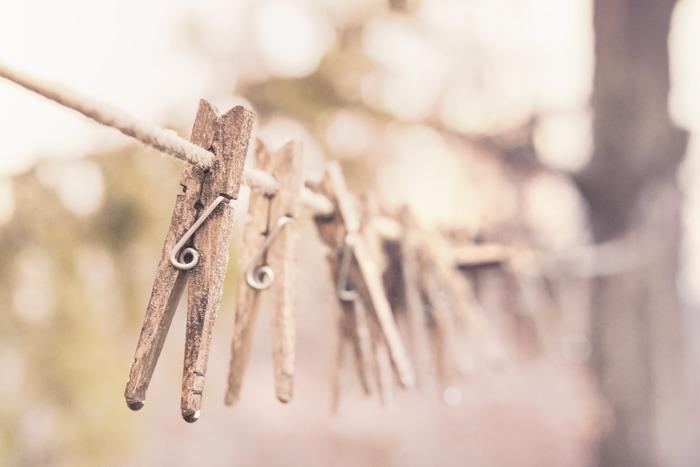 長期保管する場合は、完全に乾かしてからしまうようにします。汗や湿気が残っているとカビや臭いの原因になりかねないので、天気のいい日に陰干しをして乾かしてください。