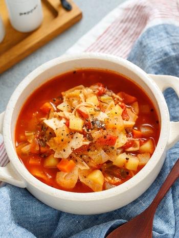 こちらは、トマト缶とコンソメで、ミネストローネの味わいに。  「じゃがいも・人参・玉ねぎ」を細かくカットすれば、さらさらっといただけます。