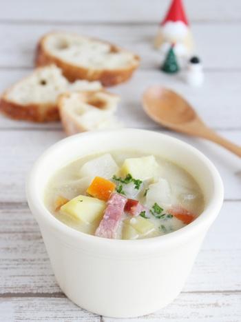 心がほっとする味わい。パンと一緒にいただきたい、豆乳入りミネストローネです。  コンソメと豆乳がベースのスープに、みそを加えて、コクをプラスしています。色んな料理に応用できますよ。