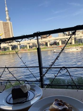 隅田川をのんびり散策♪ランチやスイーツが人気の「おしゃれカフェ」に寄り道しよう