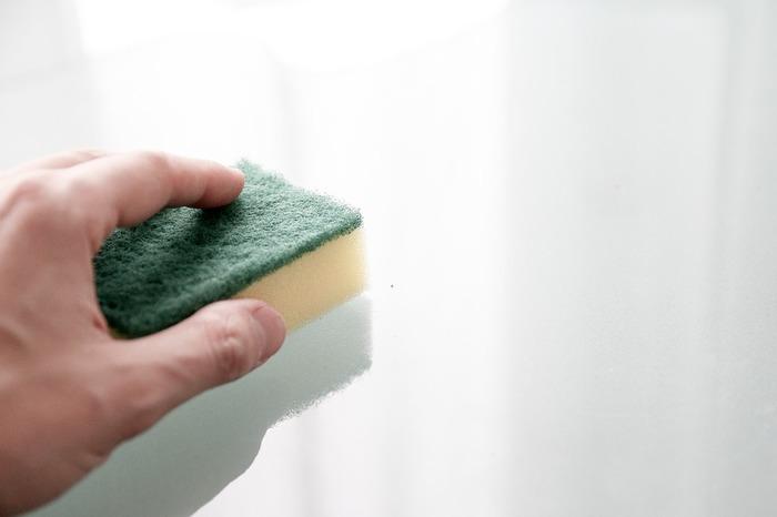 TNSシャローフライパンを手で洗う場合は、柔らかいスポンジなどに洗剤を付けて洗います。また、食洗器を使った場合はノンスティック加工を守るために、食用油を塗っておくといいようです。一方、スキレットの方は、柔らかいスポンジに洗剤を付けて手洗いしましょう。
