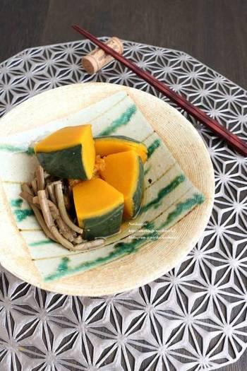 定番の副菜、かぼちゃの煮物にぜんまいをプラス。煮てからいったん冷ますと、味がよく染み込みますよ。