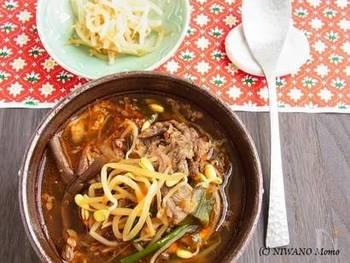 韓国の具沢山スープ。牛肉の旨みが染み渡ります。ごはんを入れれば、これ一品で休日のランチにもなりますよ。