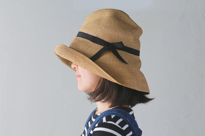 シンプルなデザインや形の柔軟性で、どんな髪型でもかぶりやすいのが特徴。実は紫外線の強い春…。帽子でしっかり日焼け対策をしておきたいですよね。
