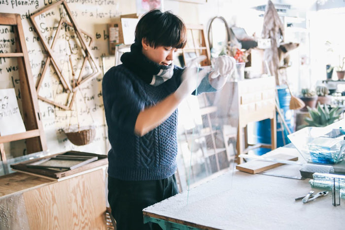 このプロジェクトを立ち上げたのは、滋賀を本拠地に置くアーティストの周防 苑子(すおうそのこ)さん。現在では全国にファンを持ち、東京を中心としたエキシビジョンをはじめ、大阪・愛知・京都でも展示販売の実績があります。