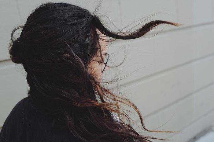 心の広い人は、受け止めたものをすべて抱え込むのではなく、上手にリリースしています。すべてを受け止め、理解したうえで抱え込もうとすると、すぐに心のキャパシティーが溢れかえってしまいます。「スルーする力」を身に付けておくと、とても心が楽になります。言い方は悪いのですが、適当にうまく受け流すことが必要なのです。
