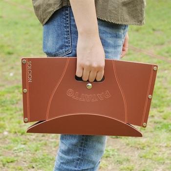 畳むとこんなにペタンコに!持ち手や付属のクリアケースが付いていてとにかく持ち運び楽々です。