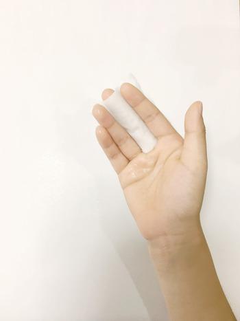 手とコットン、どちらが正解?お肌が喜ぶ【化粧水のつけ方】・【コットン活用法】