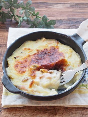 ■白菜ときのこの豆乳グラタン ダイエット中は我慢しなければと自分に言い聞かせるあまり逆に食への興味が深くなり自分勝手にストレスを抱えがちです。そんな時のおすすめ晩御飯がこちらの「白菜ときのこの豆乳グラタン」です。ホワイトソースは高カロリーのイメージがありますが豆乳と米粉で作るのでとってもヘルシー。そして具材も白菜とシメジですがこっくりしたクリームソースで食べ応えもあります。洋風がお好きな方に是非オススメしたいダイエット中のメインおかずです。