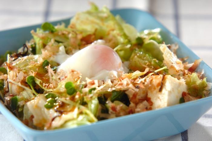 ■豆腐の満足サラダ 糸こんにゃくのプルコギにプラスしたいのがタンパク質豊富の豆腐を使った「豆腐の満足サラダ」です。絹より木綿を選ぶ事で食べ応えと満足感を得られる事ができます。