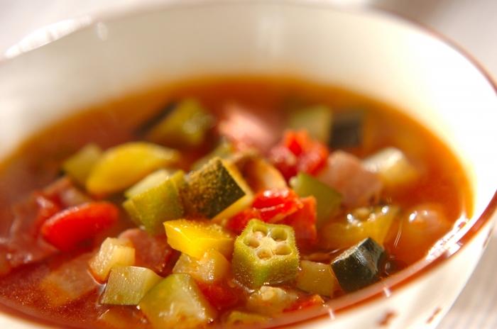 ■野菜たっぷりトマトスープ 野菜がたっぷり入ったトマトスープは野菜がふんだんに入っているので、時間がない時はこのスープだけでも摂取して出かけられるように意識したいものです。今まで朝ごはんを食べなかった方も具沢山の雑炊同様にこんなスープをいただいて胃腸の働きを促し基礎代謝を上げていく意識を持つことをオススメします。