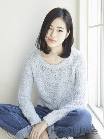 日本人女性の美しい黒髪を活かしたロブスタイルです。スライドカットで毛量を調節することで、黒髪でも軽やかな印象に。清楚で上品な雰囲気が素敵ですね。