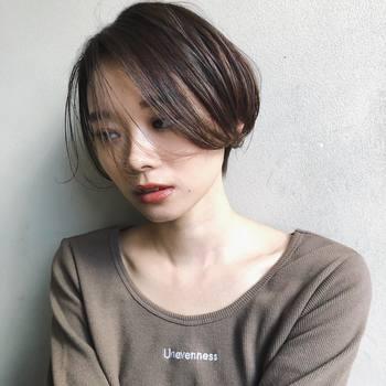 前髪も伸ばして流すことで、大人の女性らしい色気を演出することもできます。