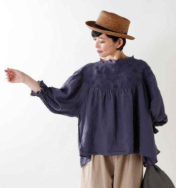 刺繍デザインは甘くなり過ぎないよう、さりげなく着こなすのが大人コーデのポイントです。ぜひ刺繍アイテムを取り入れて、上品なスタイリングを楽しんでみてくださいね♪