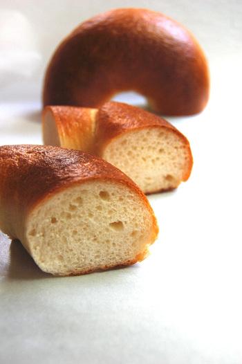 もっちりしたベーグルは、そのままでも絶品で、おいしいコーヒーと一緒に外で食べたら気持ちよさそう。パンはひとつから購入できるので、お好きなパンを選んでみてくださいね。