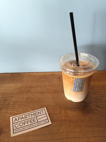 カプチーノやアイスラテなど、好きなコーヒーをテイクアウトしたら、新宿御苑に出かけましょう。