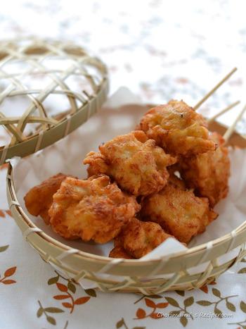 唐揚げも串にポンポンと差すことで、一気に食べやすくなりますね◎ガーリック味やハーブ味など、いくつか味を変えて作ってひとつの串に種類を混ぜて差せば、一本で何味も楽しむことができます。
