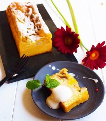 豆腐とバナナが入った、ヘルシーなケーキ。絹ごし豆腐を使っているから口当たりもなめらかです。