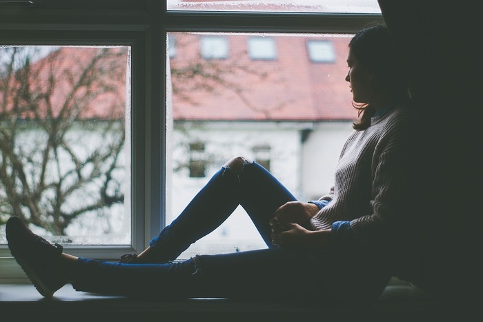 """そのように、心に住みついている「過去」の出来事は、手放すべき""""心の負債""""。  「過去」と向き合えば辛いと分かっているからこそ、「ずっと蓋をして放置しつづければいい」「忘れられる日まで放っておこう」としがち。ですが、どこかのタイミングで、手放す努力をしないと、いつまでたっても「過去」に縛られ、""""心の負債""""を背負い続けることになります。不調をきたしたり、同じ失敗を繰り返したりと、明らかな悪影響が出ることも。  そんな「過去」から、そろそろ卒業しませんか。"""