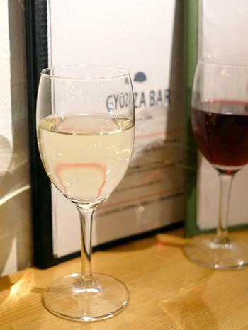 ワインを片手に餃子を楽しむ、新感覚スタイルはいかがでしょうか。表参道の奥まった場所にあるため、ゆったりとした時間を過ごせること間違いなしです。