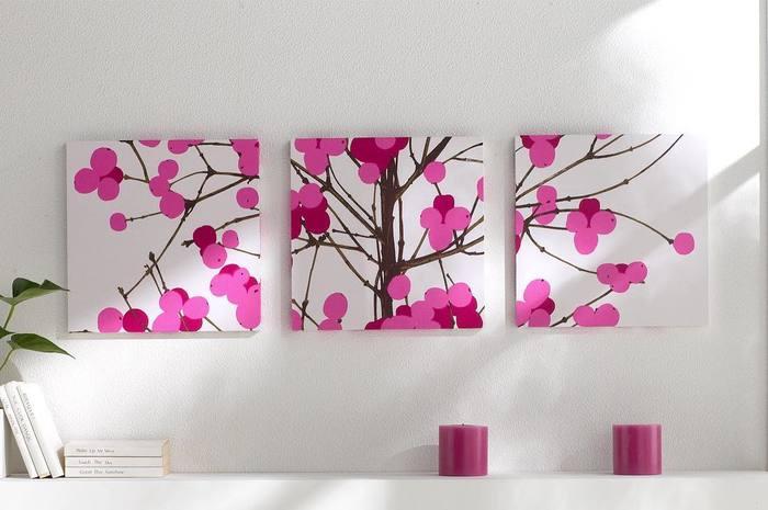 鮮やかなピンクが桜や梅をイメージさせるマリメッコのファブリックパネル。一緒にピンクの小物を飾って統一感のあるコーディネートにするのも素敵ですね。ピンクは春ならではのカラー。ちょっと取り入れるだけでもハッピーな気分に。